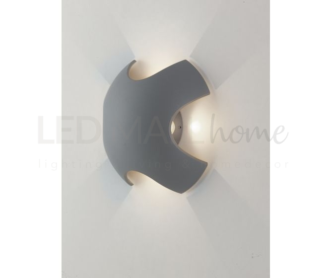 Applique a croce di colore silver con luce led 8 watt 3000 kelvin