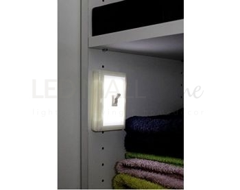 SWITCH LIGHT - Luce da notte led  con interruttore - 3 batterie AAA + adesivo per attaccare alle parete