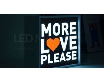 LETTERA LUMINOSA A-Z LED QUADRETTO  LUMINOSO - LIGHT BOX MEDIUM MORE LOVE PLEASE